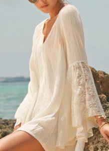 Rochita de plaja cu maneci largi cu dantela